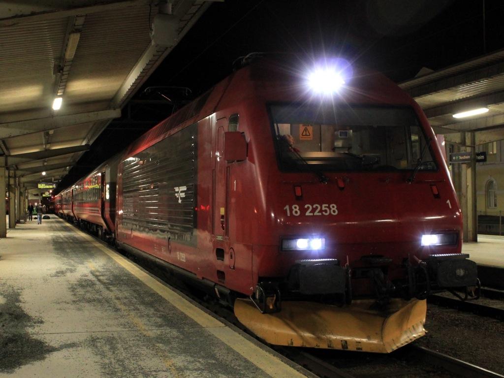 http://www.tram-und-bahnbilder.de/data/media/1490/IMG_0042.jpg