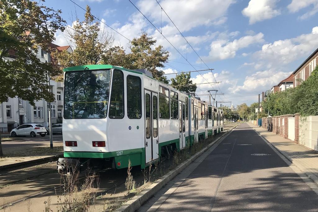 http://www.tram-und-bahnbilder.de/data/media/1741/1286_1287_2.jpg