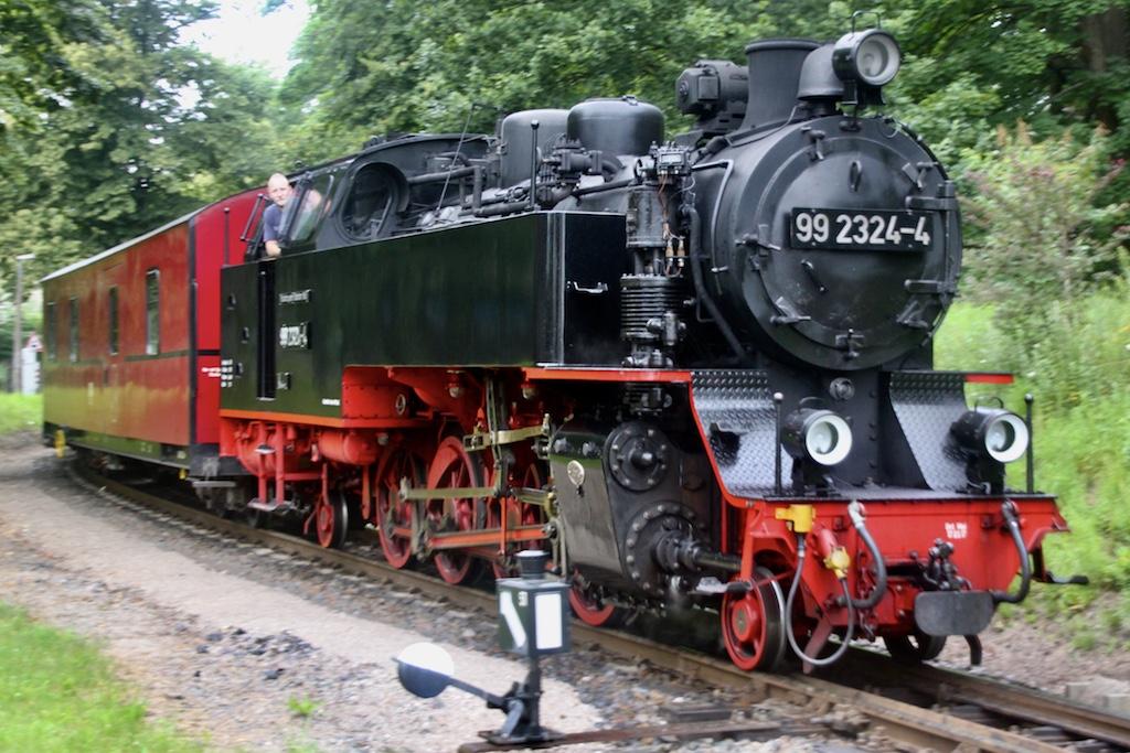 http://www.tram-und-bahnbilder.de/data/media/1742/99_2324_01.jpg