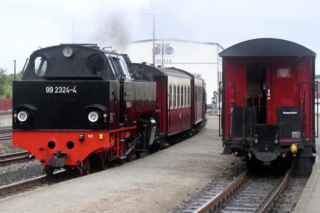 http://www.tram-und-bahnbilder.de/data/media/1742/99_2324_02.jpg