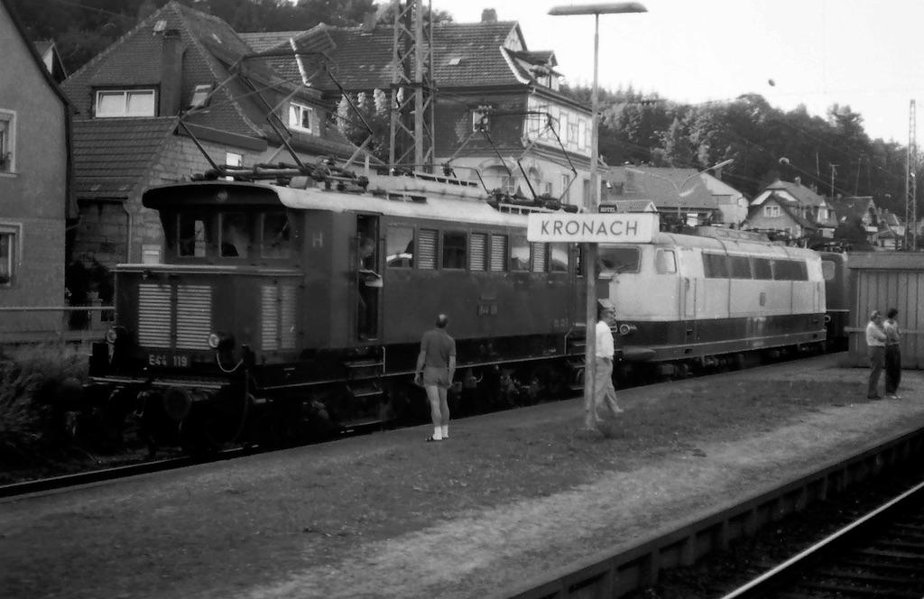 http://www.tram-und-bahnbilder.de/data/media/51/E44_Kronach_1990_2.jpg