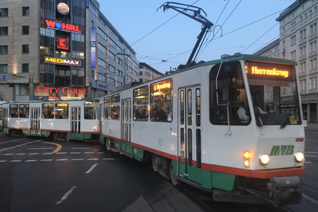 http://www.tram-und-bahnbilder.de/data/media/615/00C35971-BF77-45A5-A5A8-A9F62485A591.jpeg