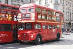 Doppeldecker 640 DYE am Piccadilly Circus